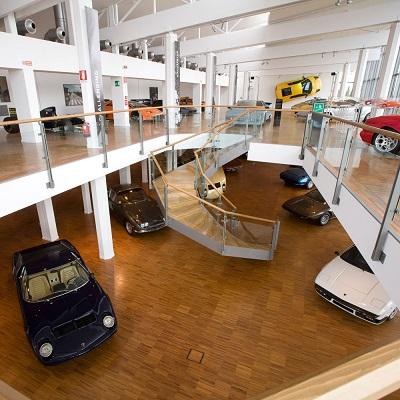 Lamborghini Murciélago en la pared del Museo